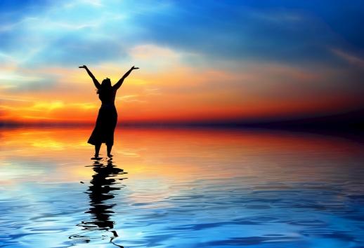 Woman-praising-God-in-beach